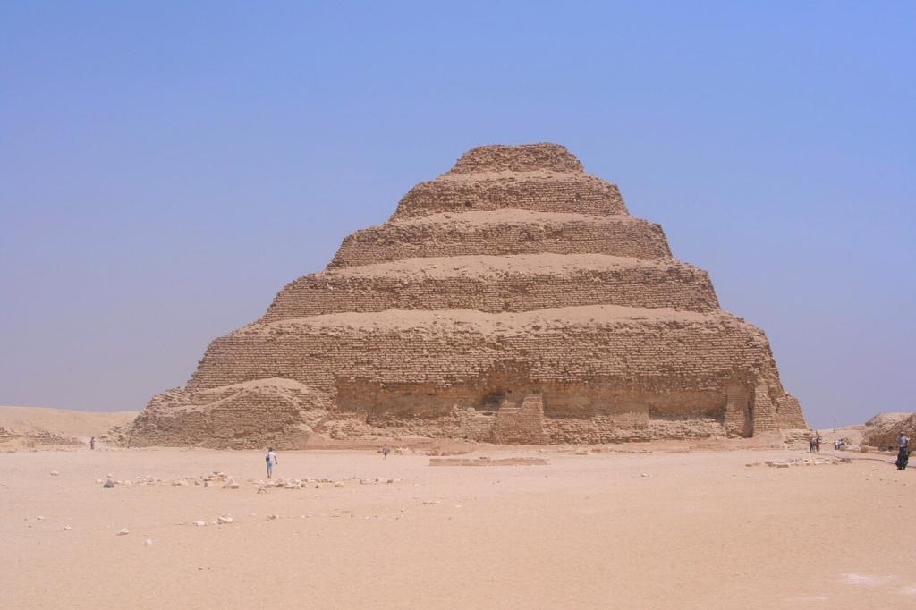 Piramide u Egiptu, Dzoserova piramida